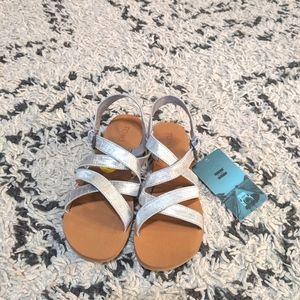 Girls Tom's size 5 Silver Metallic Shantung Sandal